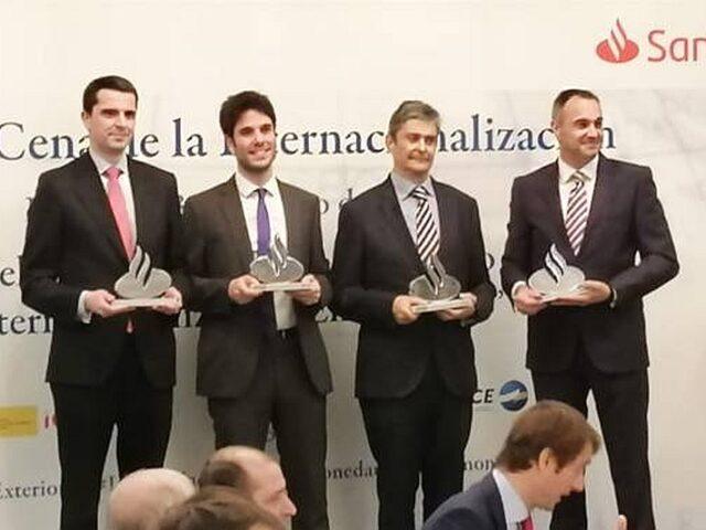 Se entregan los Reconocimientos anuales a la Internacionalización Moneda Única-Santander