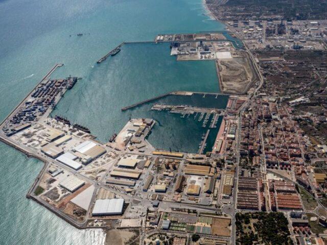 El tráfico portuario desciende un 10% en abril