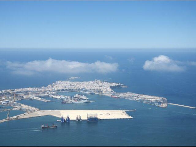 El tráfico portuario acumula un descenso del 11% en el primer semestre