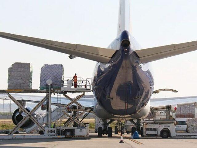 Desplome de la carga aérea en los aeropuertos españoles