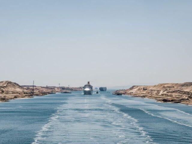 Jaque al comercio mundial por el encallamiento de un buque