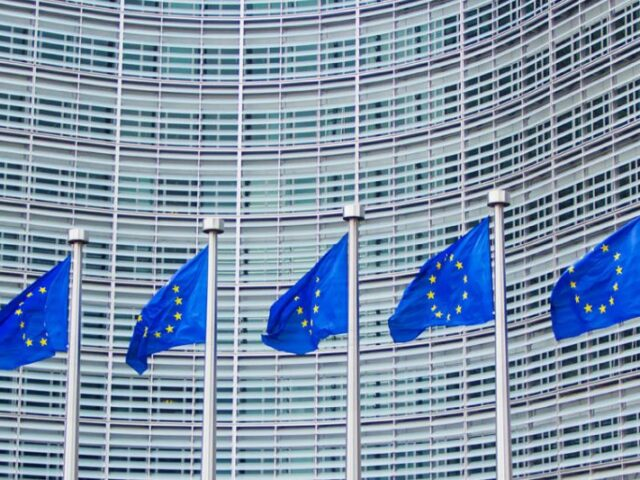 España celebra la suspensión por cinco años de los aranceles entre EE.UU. y la UE